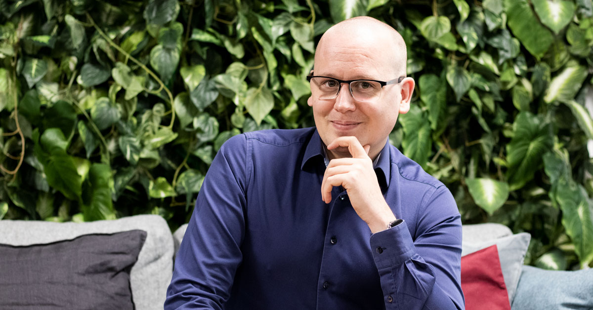 Fotografi från intervjun med Nikka om dataintrång hos företag.